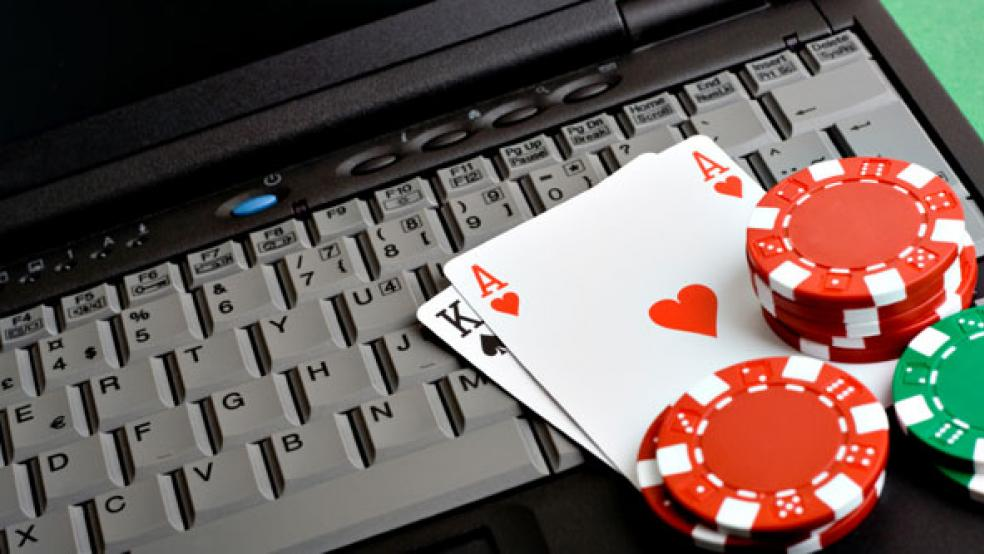 Playing Poker Online Indonesia