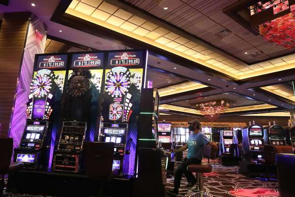 Play the real-time casino games on the online platform